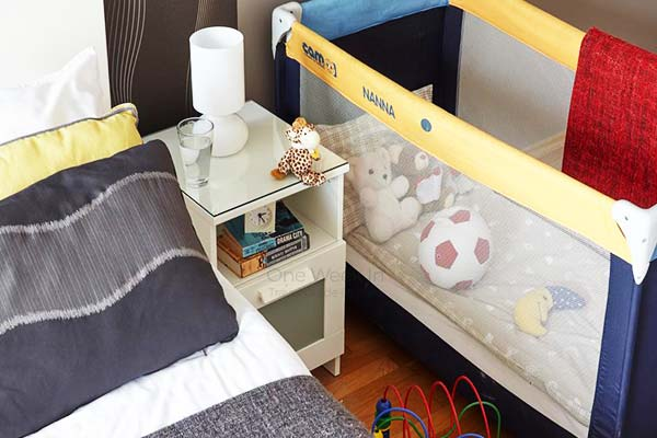 Cribs, strollers and games for the kids are offered at the 7 Seasons Apartments