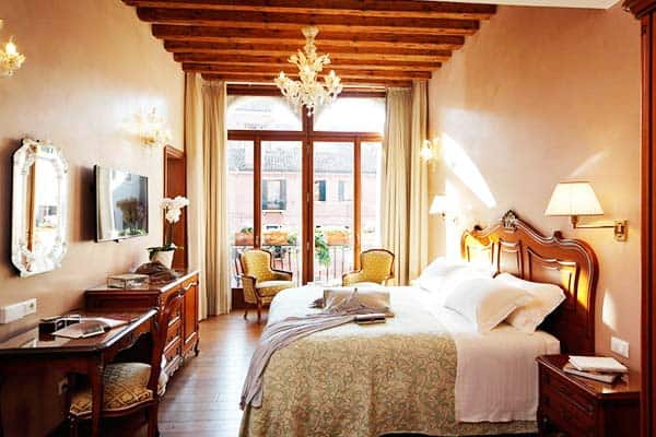 Rooms are big that suits families in Hotel Bisanzio