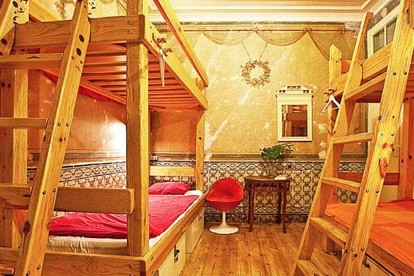 Lisbon Calling offers private rooms and dormitories with shared bathrooms