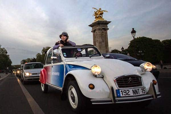 Discover Paris on a vintage car