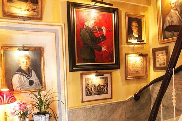 Be amaze of the beautiful paintings at Park Mansion Centre