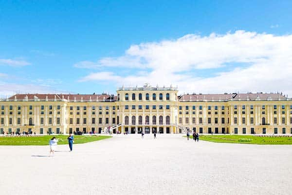 Visit Schönbrunn Palace and be amaze with its 1,441 showrooms