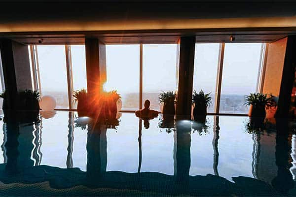 You will love the infinity pool with a stunning view of London at Shangri-La Hotel