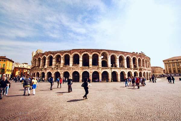 "See the famous bridge in Verona ""Ponte Pietra"""