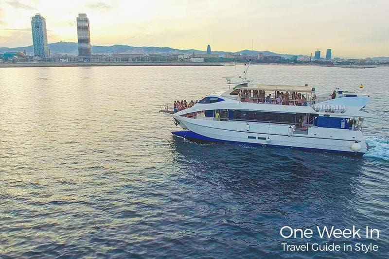 Sunset boat tour in Barcelona