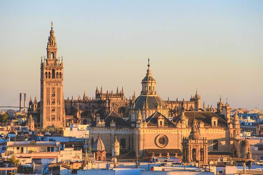 Sevillas Cathedral and Old Town to admire in Winter
