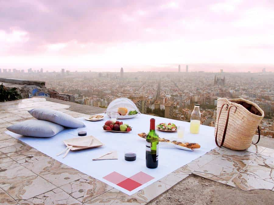 Picnic in Barcelona - a Romantic Things to do in Barcelona
