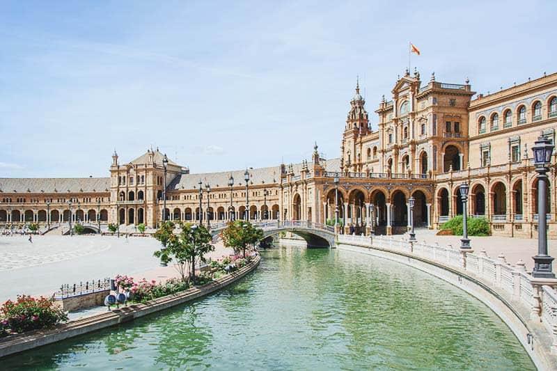 Plaza España en Seville, beautiful and colorful
