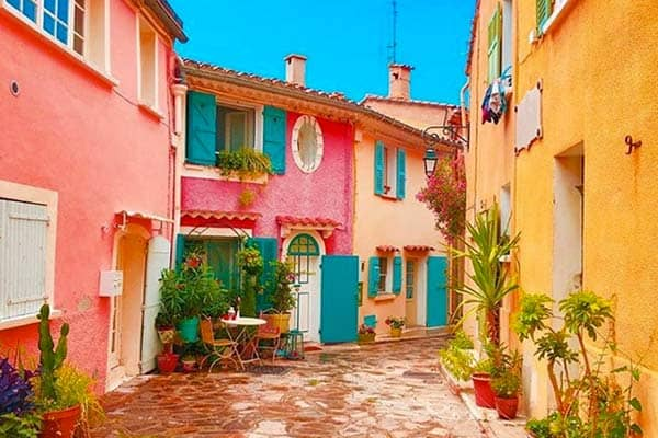Bormes les Mimosas in France, a very romantic city to visit in France for couples