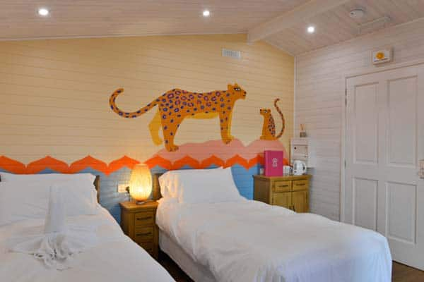 Where to stay in London for families? At the Gir LIon Lodge