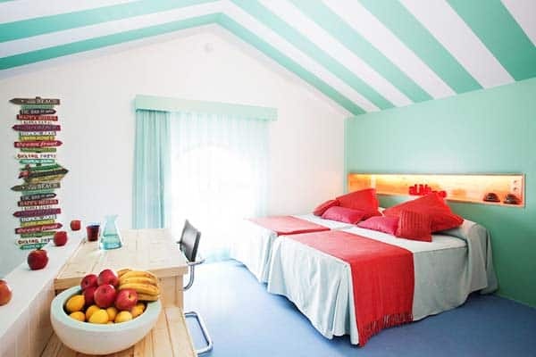 Have a bright and lovely room at Amistat Beach Hostel