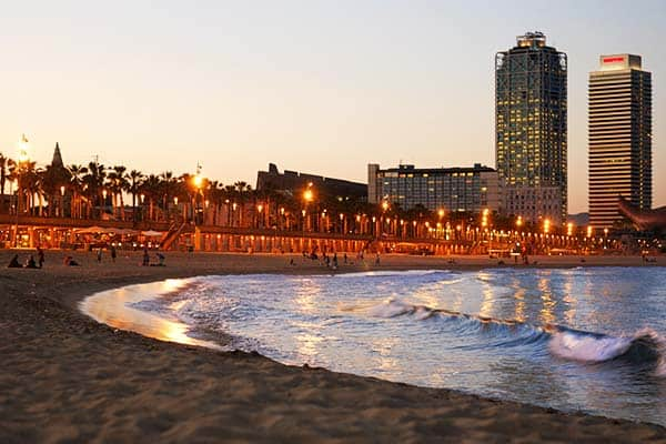 More than just an amazing day, Barceloneta offers an amazing night life too