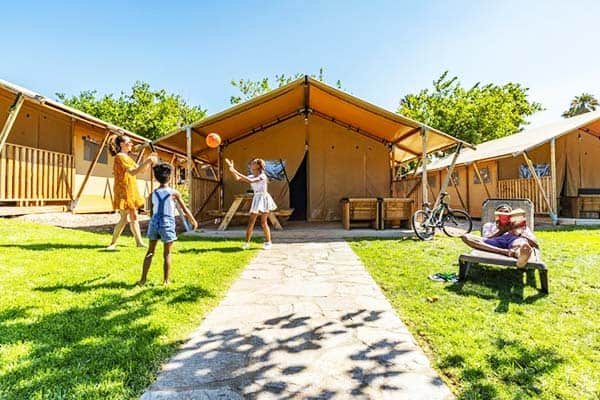 Try a new style of spending the holidays through glamping and bungalow at Camping Resort Sanguli Salou