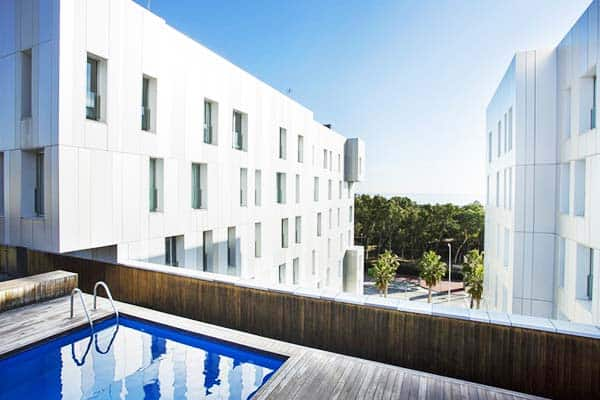 Chill and relax at Durlet Beach Apartment's rooftop pool
