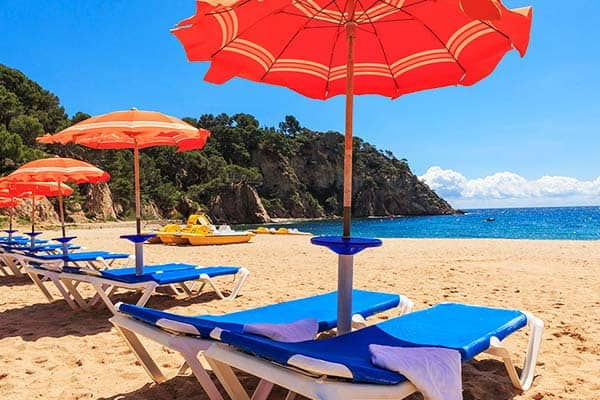Lay down by the beach and get your tan at Arenas Resort Giverola