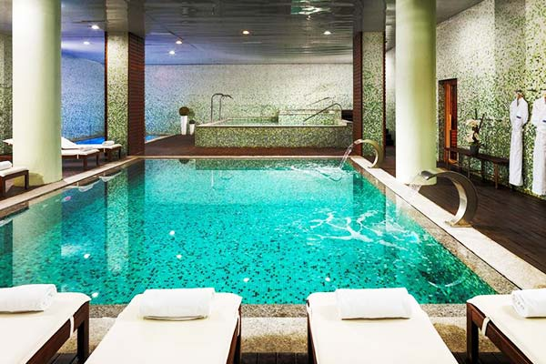 If you're not into sunbathing, H10 Marina offers an indoor pool