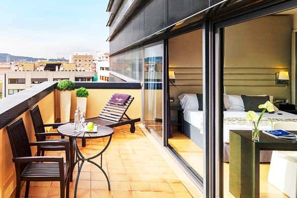 H10 Marina features room with a balcony that gives a view of the beach