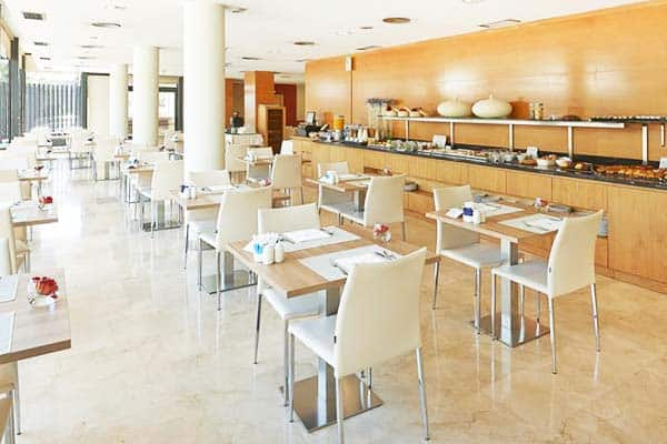 Have a wonderful breakfast and all the other meals of the day at Hesperia Barcelona Del Mar's restaurant