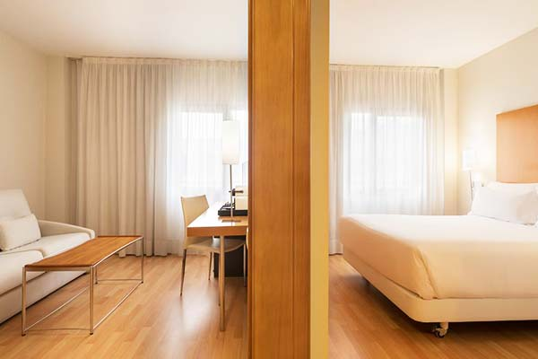 At Hesperia Barcelona Del Mar, rooms feature wooden floors and modern design