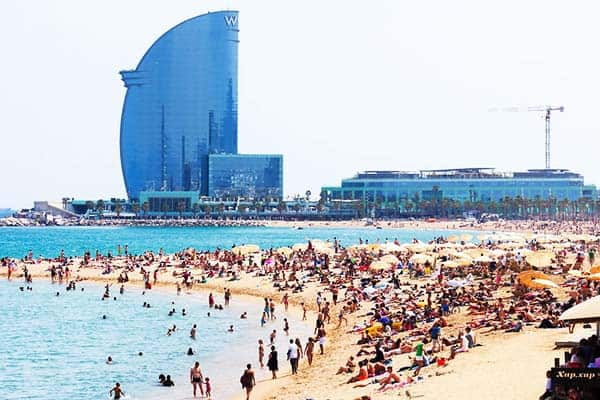 Beat the heat of your summer getaway at La Barceloneta Beach