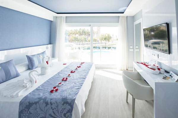Have a room next to the pool at Masd Mediterraneo Hotel