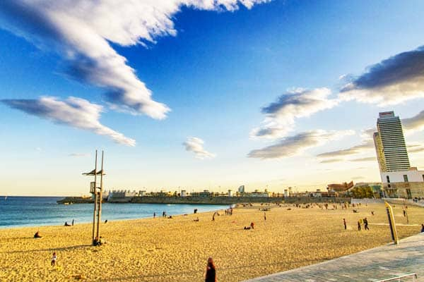 Fill your feet with the golden sand at Nova Mar Bella Beach