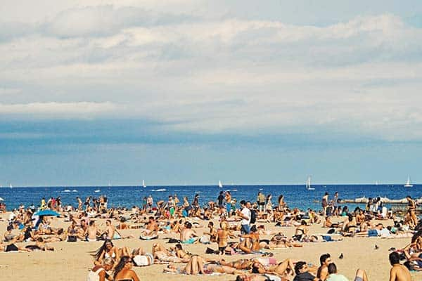 Enjoy the sun and meet the sea at San Sebastia Beach