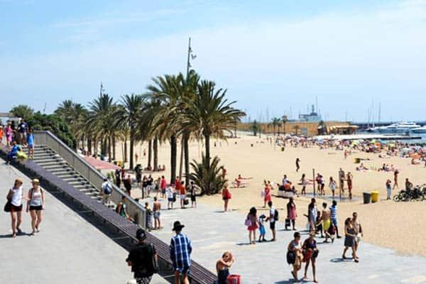 Go biking or walking and enjoy the day at Somorrostro Beach