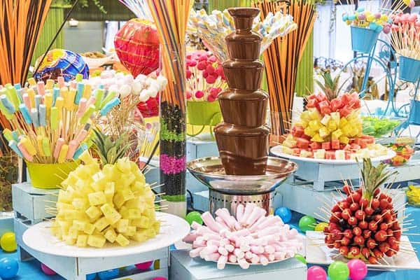 Satisfy your kids with the buffet meals with candies at Tropic Park