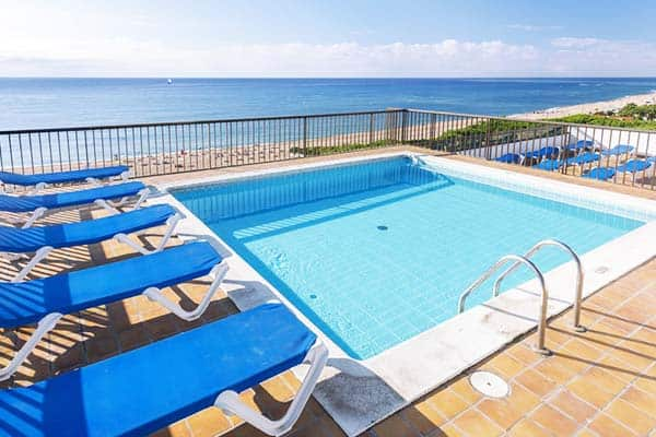 From Tropic Park's rooftop pool, you see the panoramic view of the sea