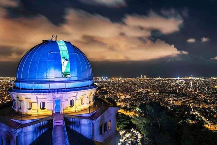 See the stars under the telescope in Fabra Observatory