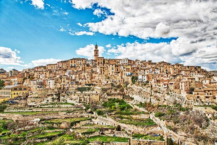 Surround yourself in a mountain in Bocairent Spain