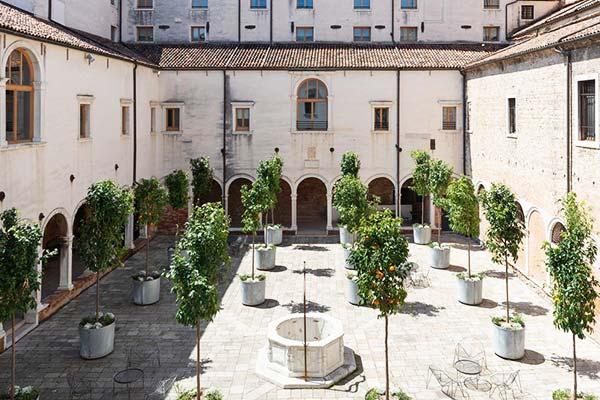 Combo Venezia Courtyard