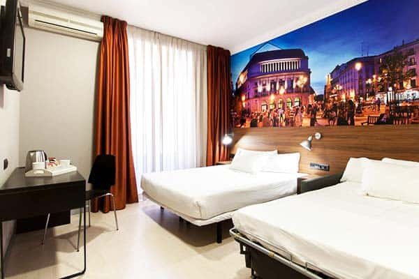 The Citadel by Pillow Madrid Two Double Room