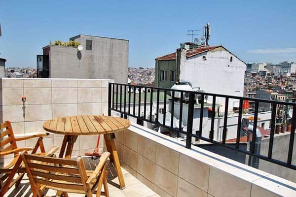 Chillout Lya Hostel Terrace