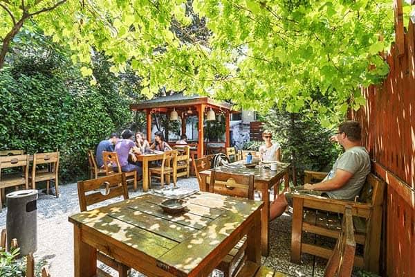 Hush Hostel Lounge Garden