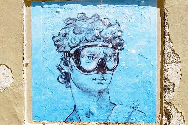 Appreciate the street arts across Florence